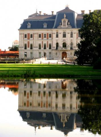 Pałac w Pszczynie na tle stawu, autor: vanhelsing