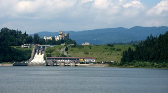 Widok z zapory na zamek w Niedzicy, autor: vanhelsing