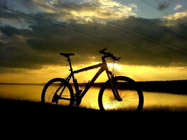 Zachód słońca nad zbiornikiem, autor: vanhelsing