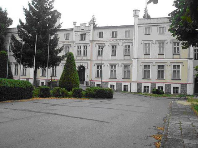 Hotel w Karwicach - odbyło się tam spotkanie  prezydenta Lech Wałęsy z generałami w 1995 roku, autor: yacek