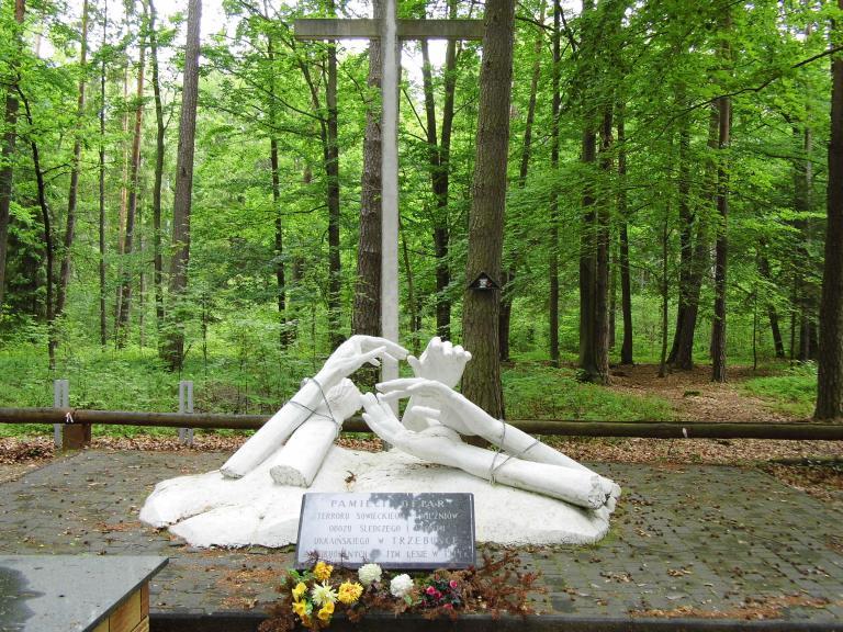 Pomnik ku czci pomordowanych przez NKWD, autor: iwperelka