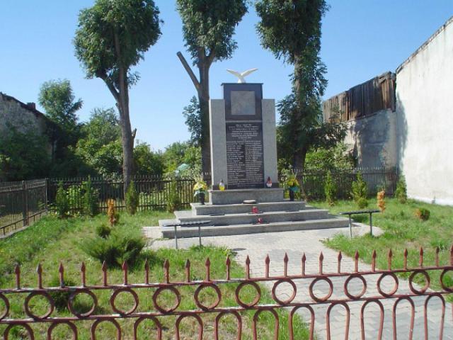 Pomnik ten poświęcony jest kilkudziesięciu mieszkańcom Przyrowa, którzy w styczniu 1945 roku zostali żywcem spaleni przez Niemców w budynku, który znajdował sie w tym miejscu, autor: yacek