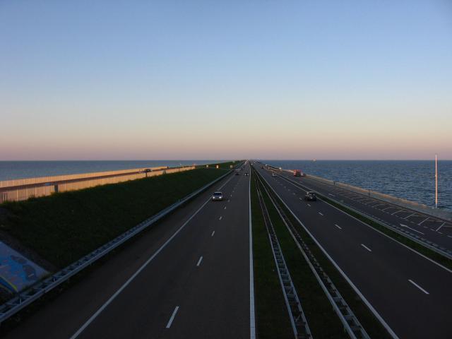 Widok z kładki nad autostradą - MojRower.pl
