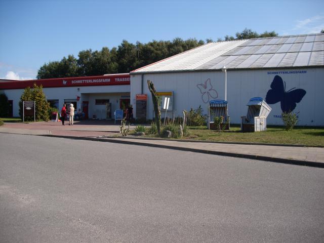 Trassenheide - wejście do Farmy Motyli.     [foto: piotr-56] - MojRower.pl