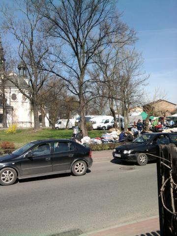 Po mszy karczewianie mogą wyskoczyć na mały shopping na pobliski bazar., autor: dominik-wodz