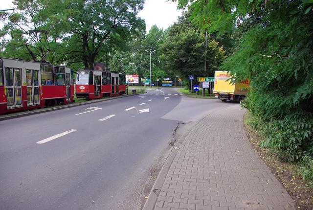 Skrzyżowanie w Chebzu jedziemy tak jak zamochód DHL - MojRower.pl