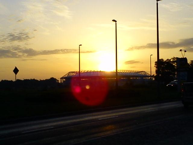 Wschód słońca nad stadionem Unibaxu, autor: djpark