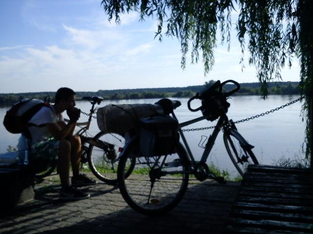Ławeczki nad Wisłą w Nieszawie (Koło możliwej przeprawy przez rzeke) - MojRower.pl