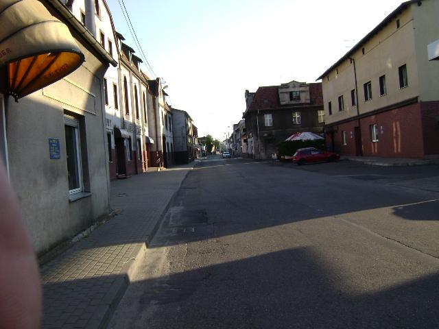 Jeszcze raz uliczka w Wielowsi. - MojRower.pl