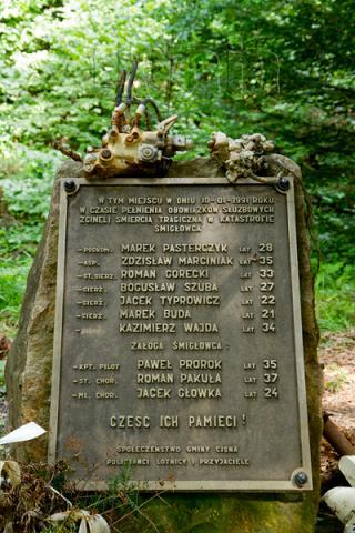 Pomnik w miejscu katastrofy śmigłowca - MojRower.pl