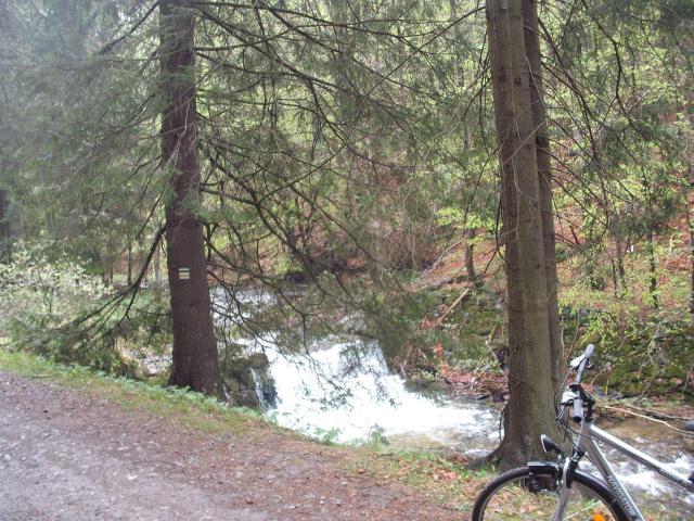 Bielice - mały wodospad na końcu wsi, autor: wiesiek