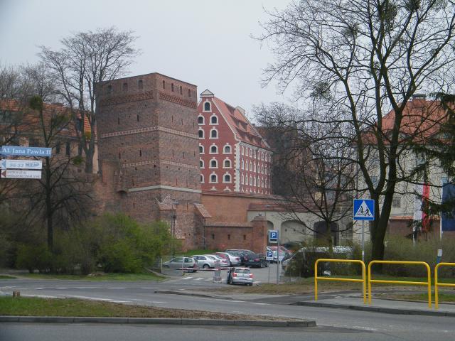Krzywa wieża w Toruniu, autor: leon