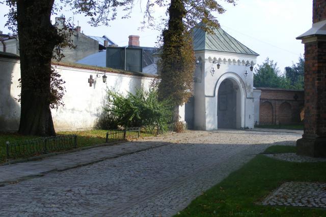 Brama klasztorna - MojRower.pl