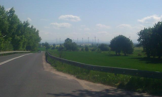 Widok na wiatraki w Brochocinie - MojRower.pl